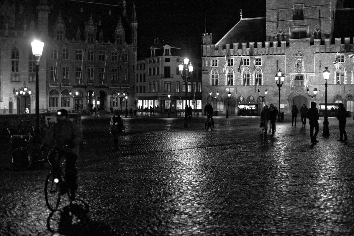 grote markt market square notte night bici bicycle bruges brugge belgio belgium Canon 50mm f/1.8 5d ff