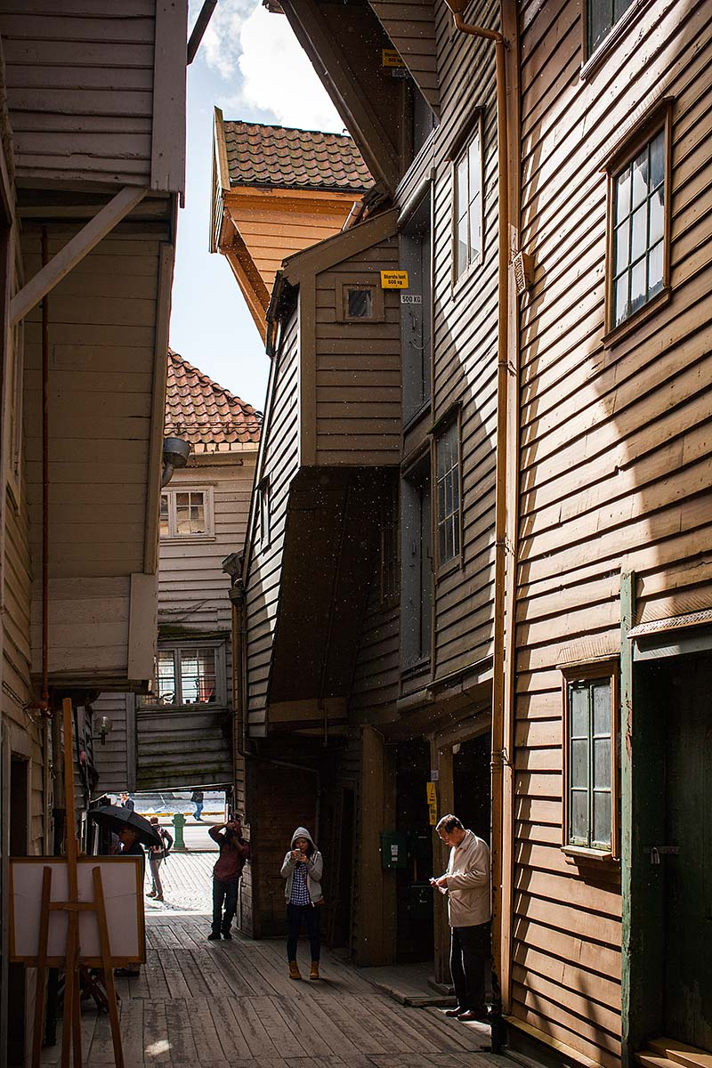 houses legno wood case bryggen bergen norway norvegia canon 5d 50mm f/1.2L 1.2 USM