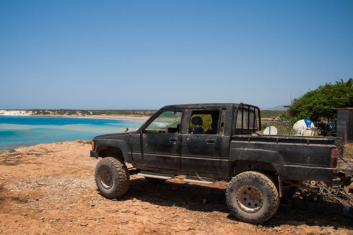 lara beach 4x4 car black fuoristrada macchina best method to trip travel in cipro cyprus holiday vacanze sea mare Πάφος Pafos Polis