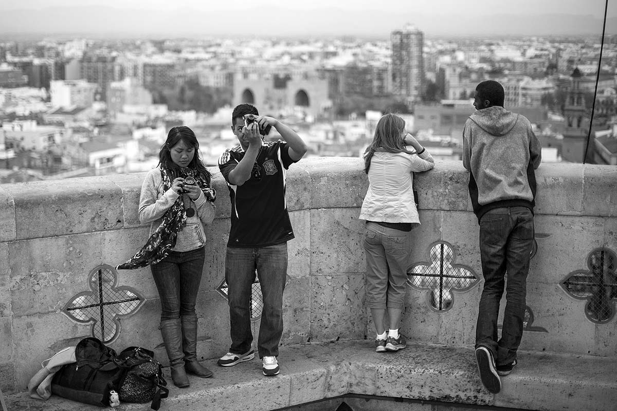 taking photos speaking japanese chinese bell tower Miquelet valencia València valenza spagna spain canon 50mm 50 f/1.2 1.2 5d fullframe ff
